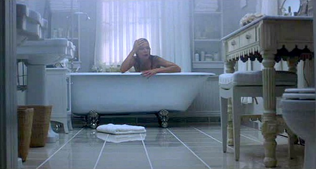 What-Lies-Beneath-clawfoot-tub-Michelle-Pfeiffer
