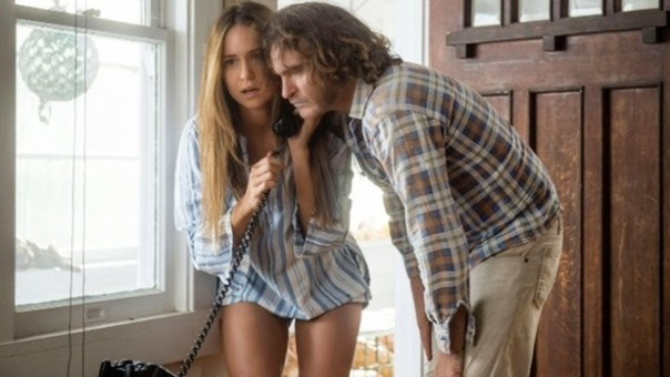katherine-waterston-joaquin-phoenix-inherent-vice